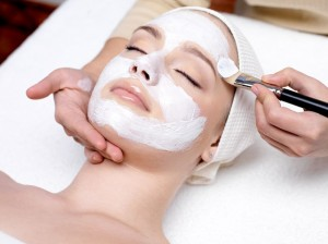 applying facial masque