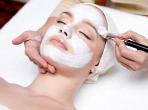 applying facial masque